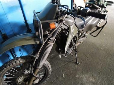 程度の良い偵察オートバイKLX250。こちらはB号と呼ぶことにした。