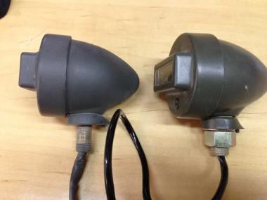 今回の払下げ偵察オートバイKLX250のB.Oライトと昔に購入していた自衛隊のB.Oライトのサイド側からの比較。
