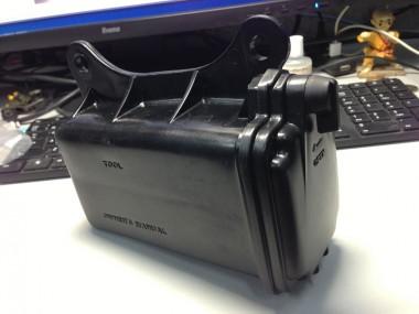 新品のツールボックス(工具箱)。偵察オートバイのKLXとXLRは共通部品になっている