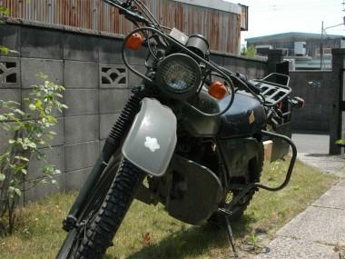 30年以上も前に放出された偵察オートバイXL250S、当時は破壊処理などは一切行わず、車台番号もそのままで放出された。