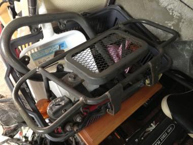 偵察オートバイKLX250のフロント周り部品とエンジンガード