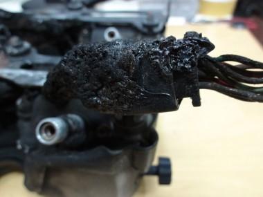 収束コードまで完全に焼けている。修復にはすべての配線を貼り直す必要がある