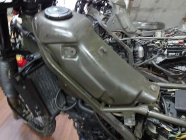 この燃料タンクがないことには、エンジンの始動テストはできない・・・