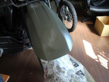 修正後、缶スプレーで簡単に塗装して完成。写真では光沢が出ているが、2〜3日くらい経つと光沢が無くなって色調はイイ感じに落ち着いた
